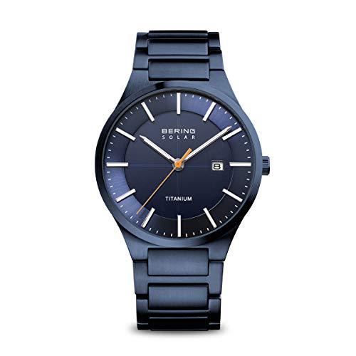 BERING Reloj Analógico Titanium Collection para Hombre de Energía Solar con Correa en Titanio y Cristal de Zafiro 15239-797, Azul/Azul