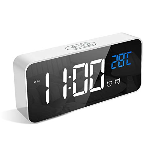 LATEC Reloj Despertador Digital, LED Pantalla Reloj Alarma Inteligente con Temperatura, Puerto de Carga USB, 12/24 Horas, 4 Brillo Ajustable, Función Snooze y Alarma de Espejo Portátil (Blanco)